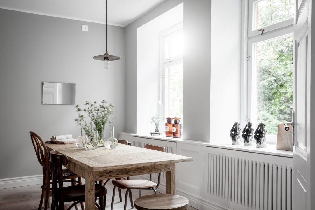 homgray-swedish-interior_wood-dining-table