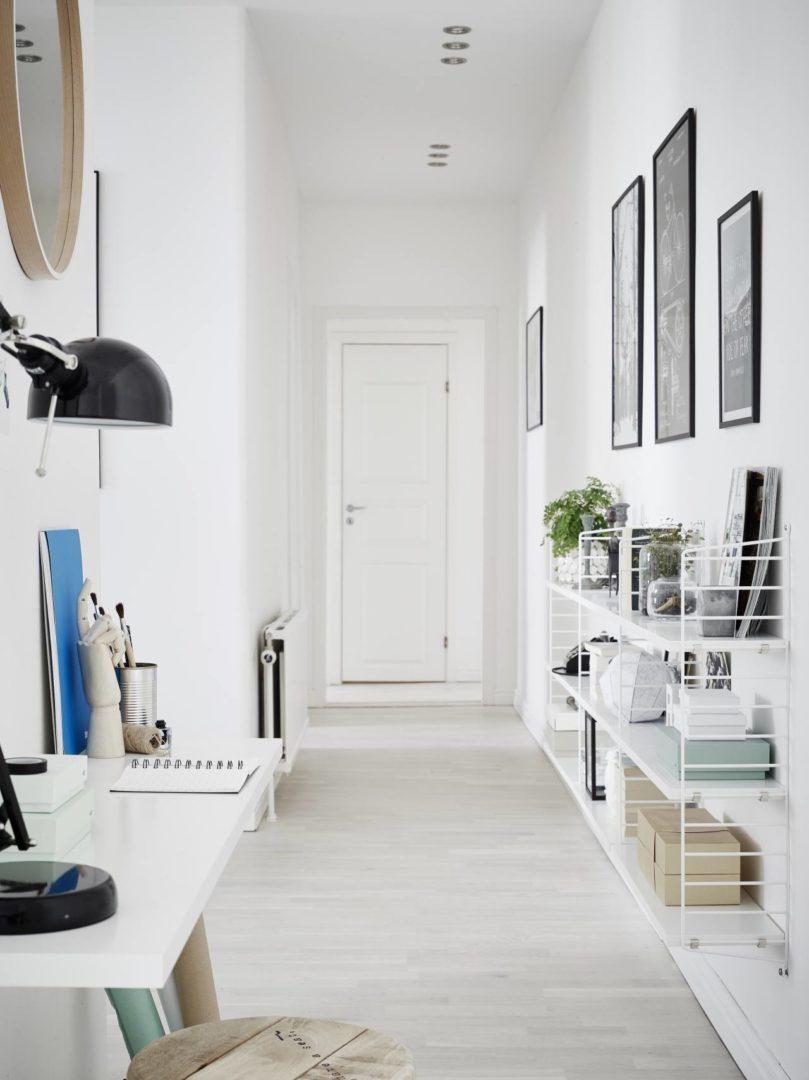 homscandinavian-white-interior_hallway_string-shelving-system